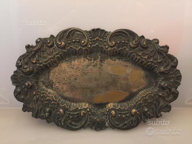 Vassoio antico ovale in ottone argentato