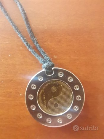 Rebecca ciondolo in acciaio e oro simbolo Tao