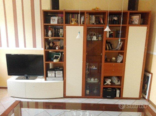 Mobile soggiorno poliform arredamento e casalinghi in for Subito it arredamento e casalinghi
