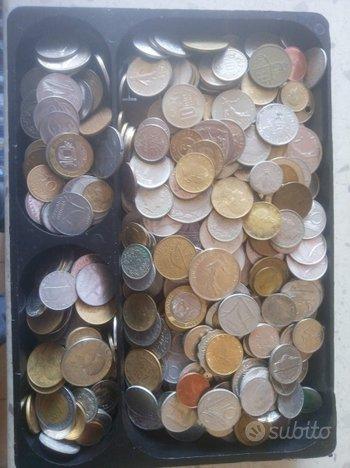 Al miglior offerente cassetta con monete e ba