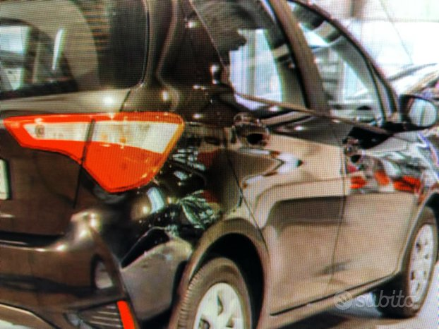 Toyota yaris ricambi vari