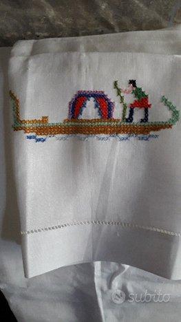 asciugamani in lino con ricamo grande e piccolo