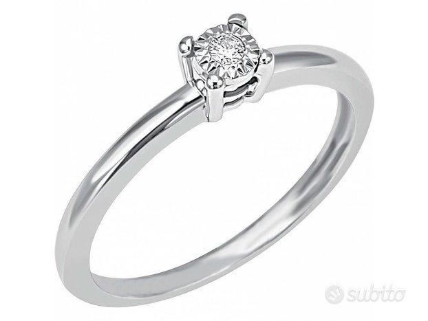 Anello Oro Bianco : Diamante Naturale 0.70 KT Cert