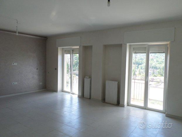 Luminoso appartamento di 78 mq in via Vaccaro