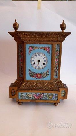 Orologio dell'ottocento in porcellana