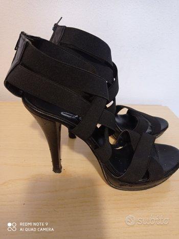Sandali neri con tacco
