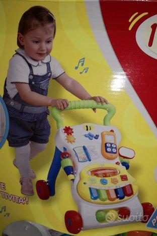Primi passi bambino camminatore