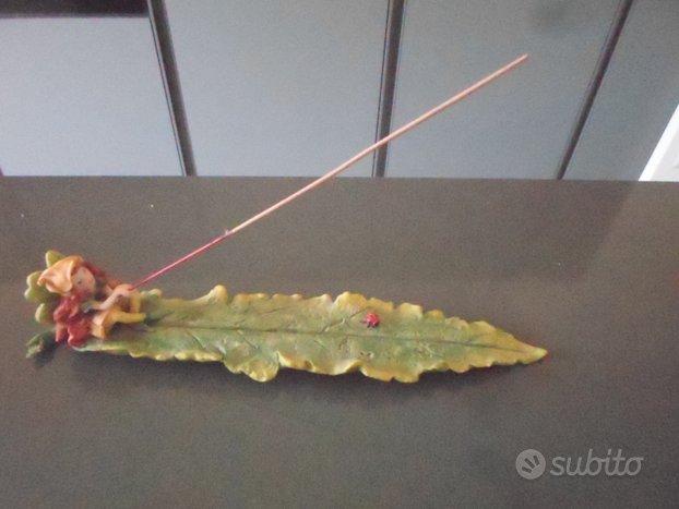 Action figure fata sulla foglia pesca fantasy
