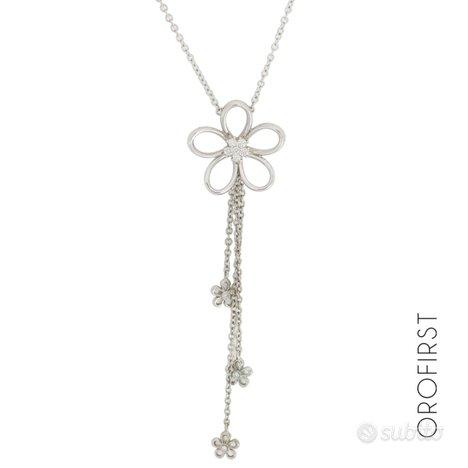 Collana con ciondolo fiore e diamanti 0,12ct