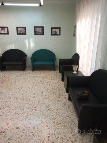 Arredo sala d'attesa(1)