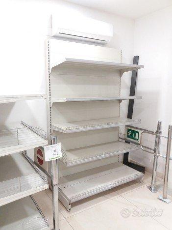 Scaffali Usati Per Negozi E Supermercati Arredamento E