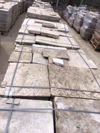 Materiale in pietra di recupero da pavimento