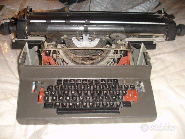 2 Macchine da scrivere Facit e Olivetti