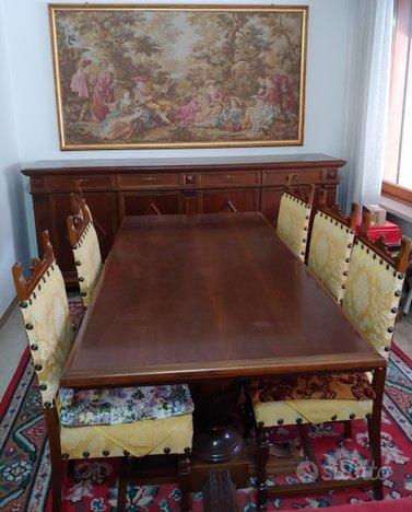 Angolo soggiorno tavolo, sedie e credenza