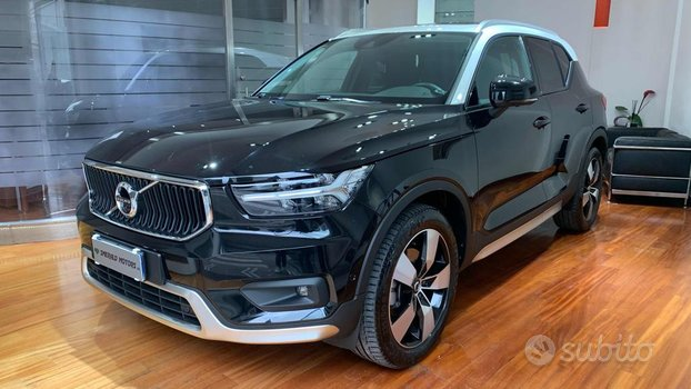 VOLVO XC40 D4 AWD Geartronic Momentum R-DESIGN