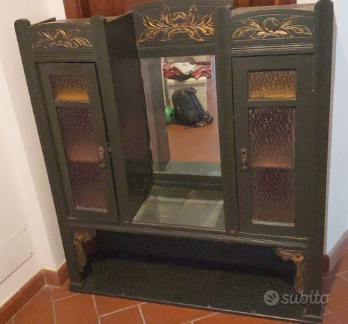 Mobiletto legno verde vetri colorati e specchio