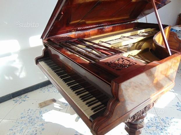 Antico Pianoforte a coda