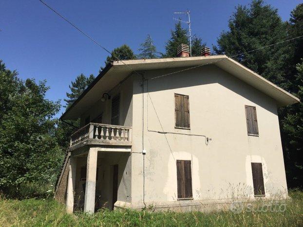 In Sila Casa su due piani con terreno di proprietà