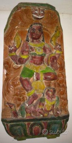 Scultura divinita indiana in legno