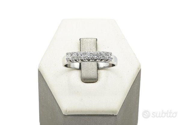Anello in oro veretta con diamanti