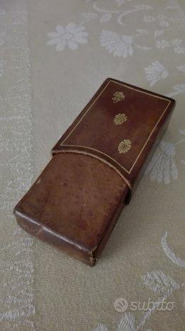 Antico porta carte da gioco in cuoio