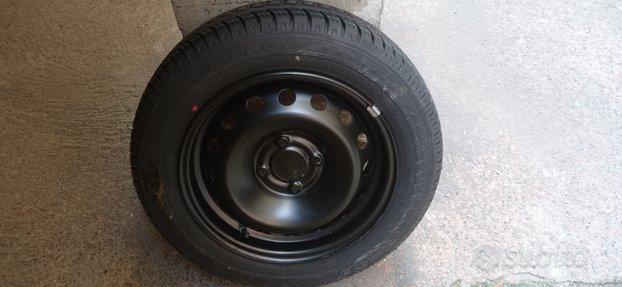 Gomma Michelin Nuova con cerchio 165 65 R14