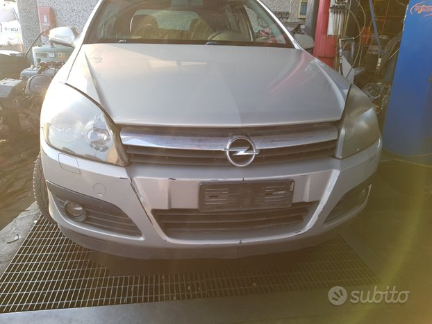 Opel astra sw 2005 - ricambi usati
