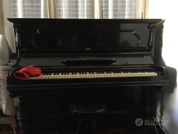 Pianoforte verticale antico usato