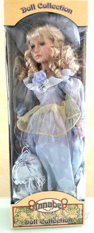 Bambola da collezione nuova