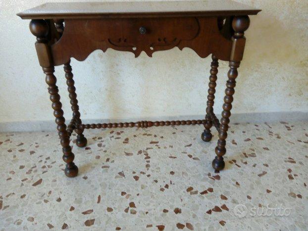 Antica Consolle in legno con intarsi