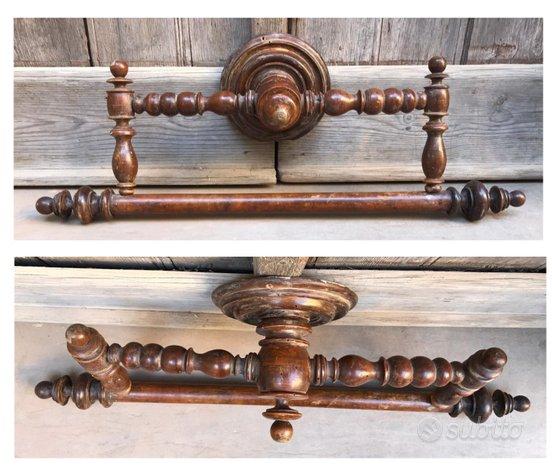 Antico appendi tovaglia da bagno in legno tornito