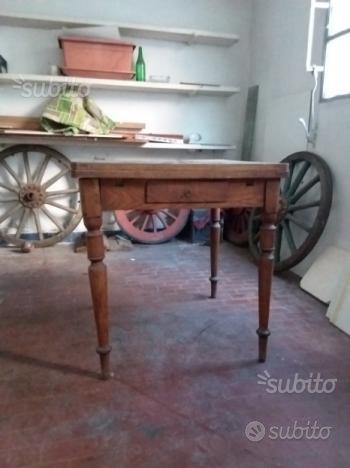 Antico tavolo allungabile