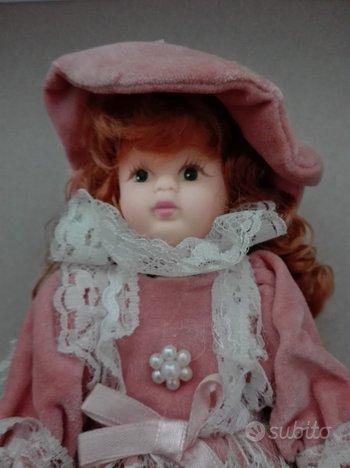 Bambola anni 70 con viso e mani di porcellana
