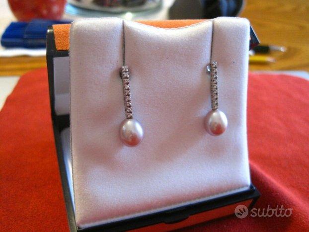Orecchini in oro bianco con perle