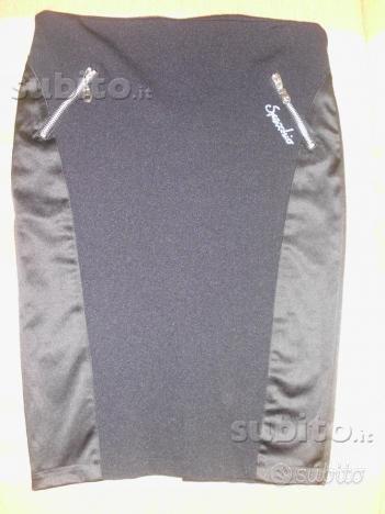Longuette, minigonna, tailleur, camicia, giacca