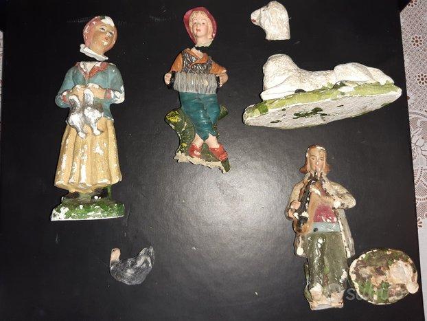 Vecchie statuine presepe da restaurare