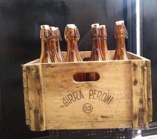 Bottiglie e cassette legno birra vintage