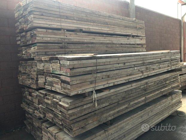 Tavole in legno usate per pavimenti
