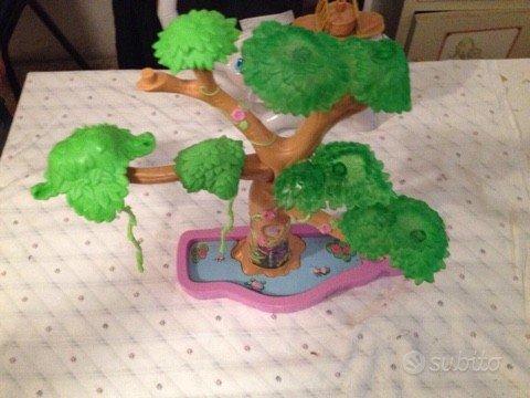 Albero giocattolo gigante