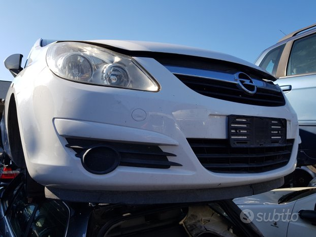 Opel corsa 2007 3 porte bianca - ricambi usati