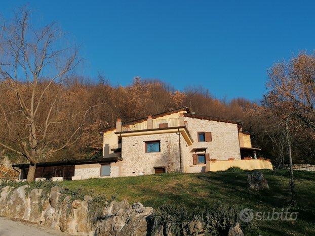 Casale ristrutturato con terreno in Torre Cajetani