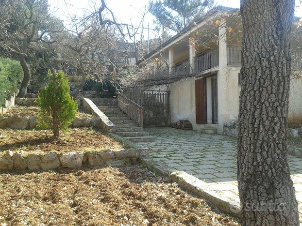 Villa familiare in Cassano delle Murge di 6 vani
