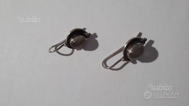 Orecchini pendenti d'argento con pietra di luna