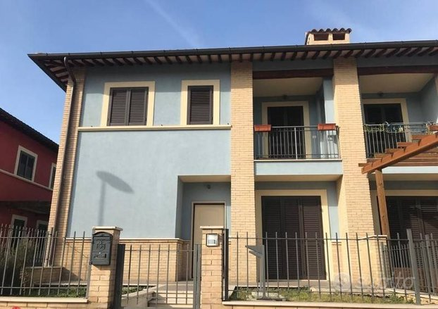 Casa indipendente a Assisi, 6 locali
