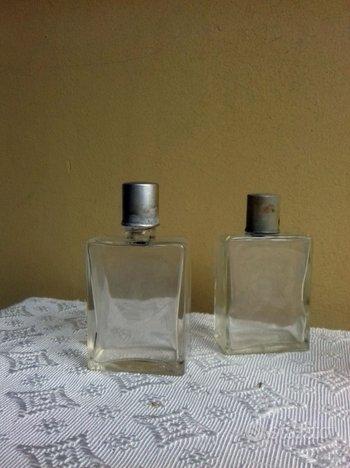 Vecchie bottigliette liquore o profumo da viaggio