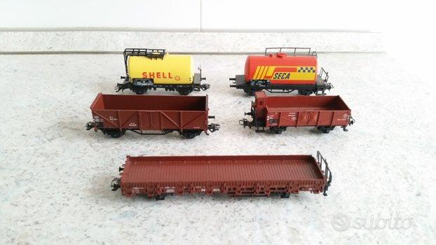 Marklin trenini . 5 x carri merci