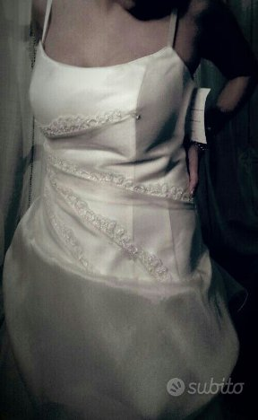 Vestito da sposa completo di velo