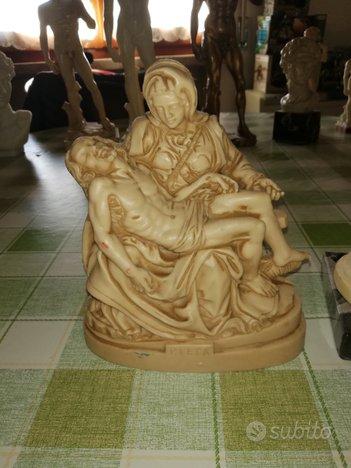 Statue Pietà di Michelangelo