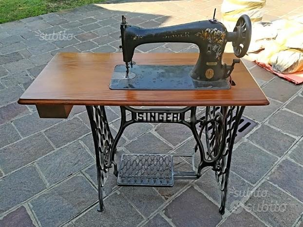 Macchina da cucire antica