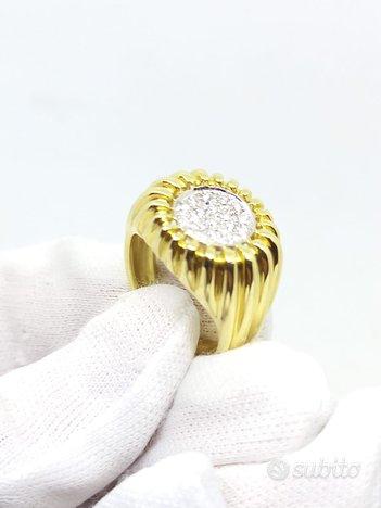 Anello in oro giallo e bianco con diamanti